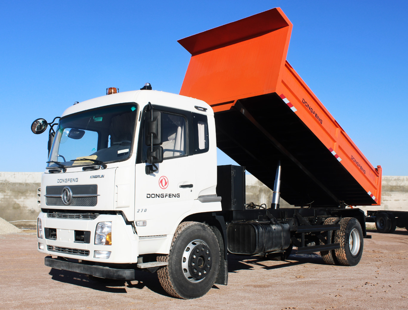 Camion DONGFENG poids lourds porteur 4*2