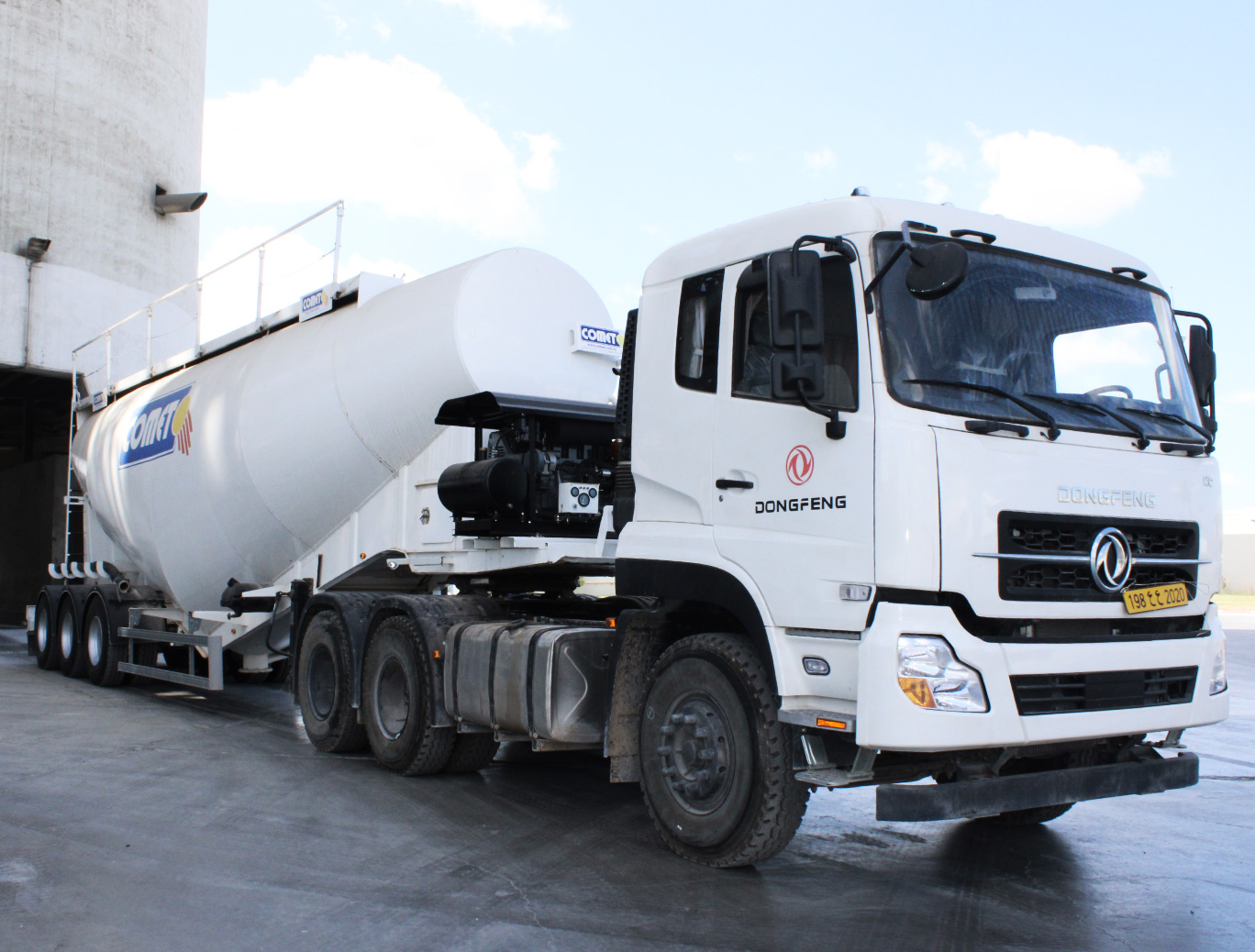 Camion DONGFENG poids lourds tracteur 6*2