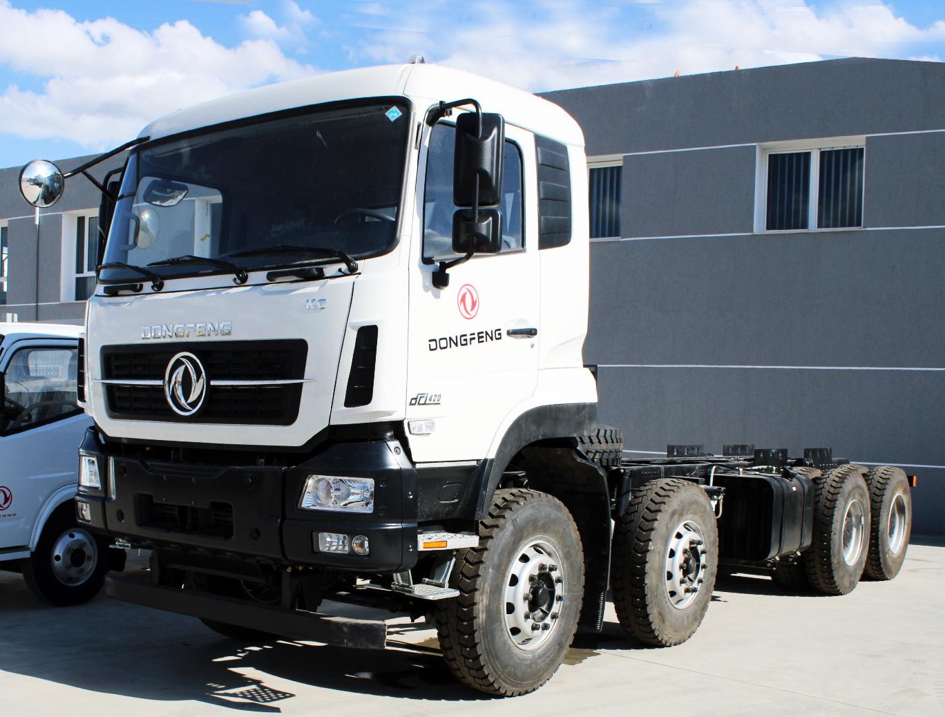 Camion poids lourds DONGFENG porteur 8*4
